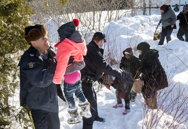 3D5A416B00000578-4236446-Canadian_Mounties_greeting_asylum_seekers_from_Somalia_who_walke-a-8_1487478477152