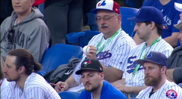 2019-expos-fans-1