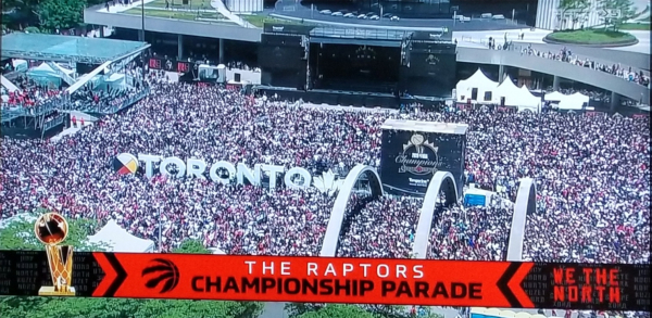 Raptors-parade-nathan-phillips-square